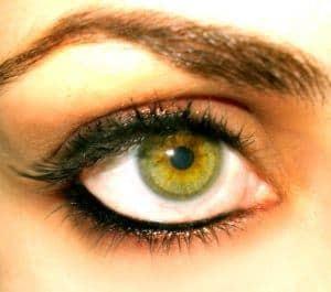 Augenbrauenzupfen