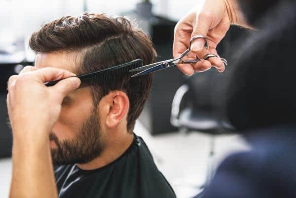 Männliche und weibliche Haarschnitte
