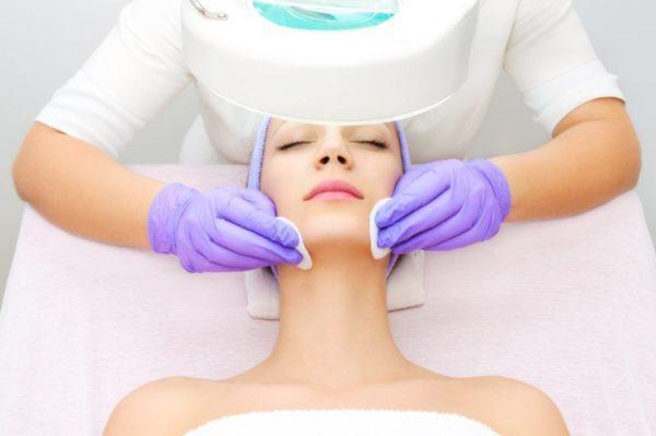 Hautreinigung, Gesichtsbehandlungen, Peelings, Gesichtsmassage mit Lymphdrainage