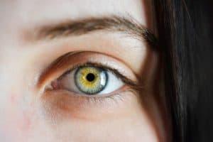 Augenbrauen korrigieren